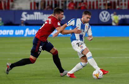 David García ante Embarba, en el Osasuna-Espanyol.