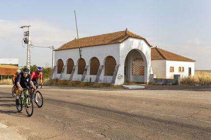 Puesto fronterizo de estilo salazarista en la carretera entre Badajoz y Campo Maior.