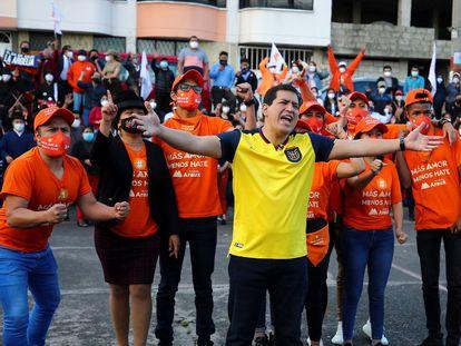 El candidato a la presidencia de Ecuador Andrés Arauz participa de un encuentro con simpatizantes, en Quito, el 29 de octubre.