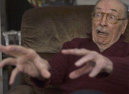 Forrest Ackerman, durante una entrevista en su casa de Los Ángeles en 2005.