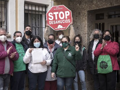 Protesta para paralizar un desahucio en Valencia, el pasado febrero.