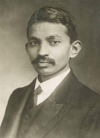 Mahatma Gandhi en 1893 durante su etapa en Sudáfrica donde trabajó como abogado en Pretoria.