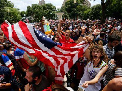 Aficionados de EE UU, este jueves, en Washington.