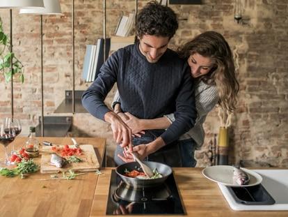 Elegir una sartén adecuada puede ser clave para obtener buenos resultados en la cocina. GETTY IMAGES.