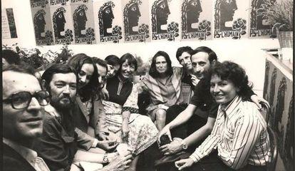 Un grupo de artistas latinoamericanos, en solidaridad con Chile.