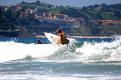 Remy, instructor de surf en Zarautz