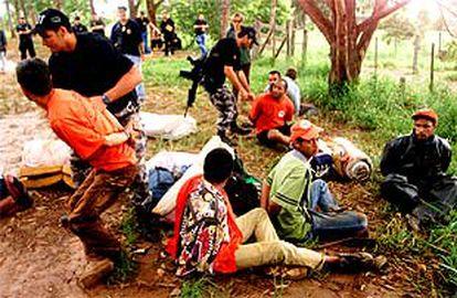 La policía detiene a varios líderes del MST en la finca familiar de Cardoso el pasado sábado.