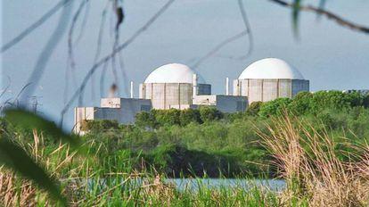 Exterior de la central nuclear de Almaraz.