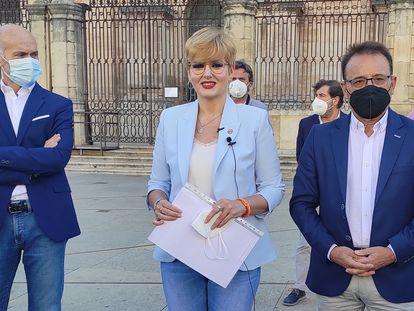 Francisco Díaz, María Cantos y Miguel Castro, los tres concejales de Ciudadanos en el Ayuntamiento de Jaén que han abandonado el Gobierno local.