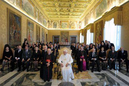 El Papa, acompañado del arzobispo de Madrid, Rouco Varela, en la audiencia a los empresarios españoles.
