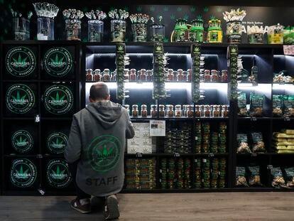 Una tienda de productos relacionados con el cannabis, en Madrid.