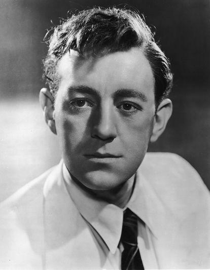 Retrato promocional del actor británico Alec Guinness tomado en 1945.