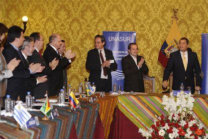 El presidente ecuatoriano, Rafael Correa, ante los cancilleres de la Unión de Naciones Sudamericanas (Unasur), reunidos en Quito.