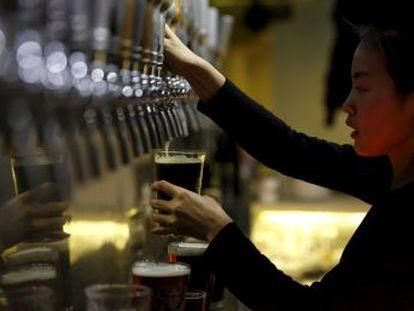 Un creciente número de estudios epidemiológicos indican que el consumo de alcohol, incluso en cantidades moderadas, es un factor de riesgo para el desarrollo de varios tipos de cáncer