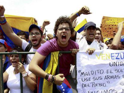 Partidarios de Capriles exigen el recuento en una manifestación el 16 de abril, dos días después de las elecciones.