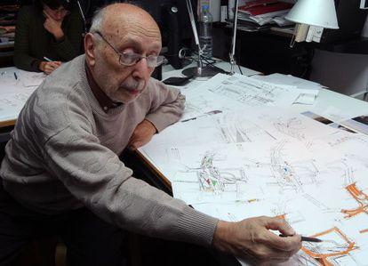 Albert Viaplana en 2008, trabajando en el proyecto de la plaza de Lesseps.