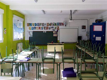 Un aula vacía de un colegio de Villanueva del Río Segura (Murcia) el 20 de abril.