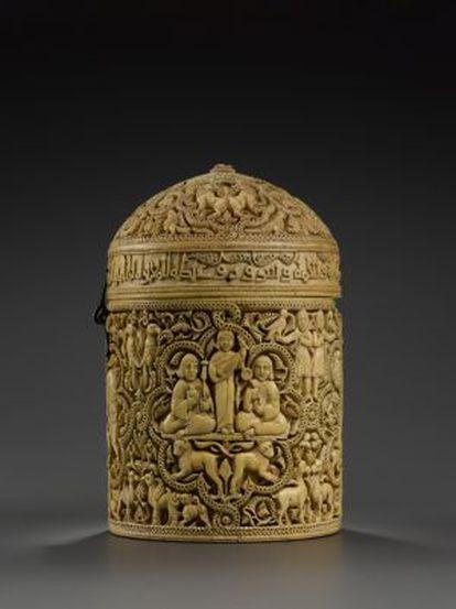Píxide de Al-Mughira, caja de marfil del año 968.