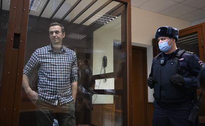 Alexéi Navalni, durante su juicio en un tribunal de Moscú, el pasado febrero.