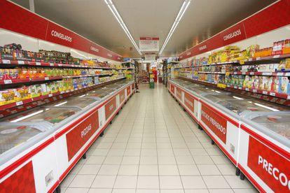 Interior de un supermercado Dia en España.