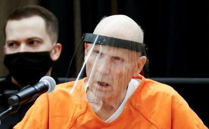 Joseph James DeAngelo Jr., este lunes en el juzgado en Sacramento, California.