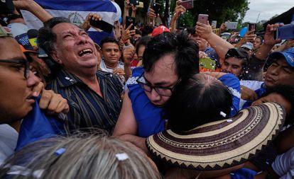 Yubrank Suazo es recibido por familiares en Masaya tras ser liberado de la cárcel La Modelo.
