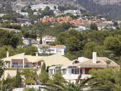 Construcciones en la sierra de El Áramo, en Altea (Alicante).