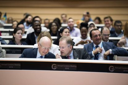 Schwab, en una reunión de la sede de la ONU en Ginebra.