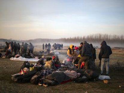 Las políticas de Atenas y Ankara dejan atrapados en la frontera a más de 15.000 refugiados