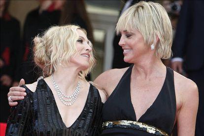 La prensa las enfrentó durante años, pero Sharon Stone y Madonna demostraron que tenían una relación cordial posando a menudo juntas ante las cámaras. En esta imagen, por ejemplo, están en el Festival de Cannes en 2008.