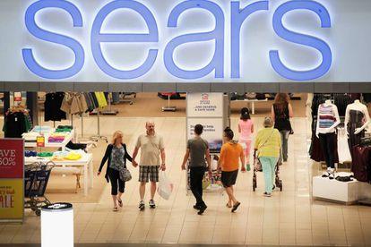 Clientes en una tienda de Sears en un centro comercial de Shaumbrug (Ilinois, EE UU)