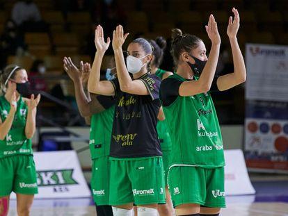 Las jugadoras del Araski, tras uno de sus partidos de esta temporada