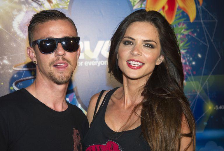 El exfutbolista Guti con su esposa Romina Belluscio.