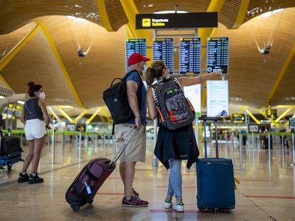 Pasajeros en el aeropuerto de Madrid-Barajas el pasado 9 de julio.