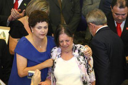 Romeu, entre Rousseff y Lula durante la entrega del premio a los Derechos Humanos de 2009.
