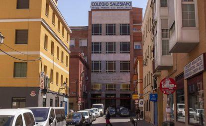 Fachada del colegio salesiano San Miguel Arcángel, en Madrid.