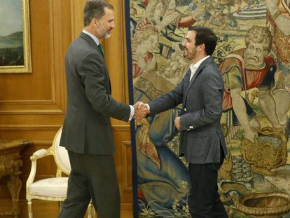 Felipe VI recibe al coordinador federal de IU Alberto Garzón.