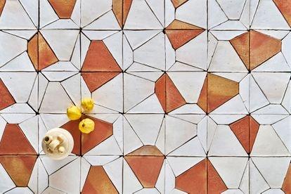 La labor de Todobarro es hoy un caramelo para estudios de interiorismo y arquitectura, que trasladan sus diseños a negocios y viviendas de todo el Mediterráneo.