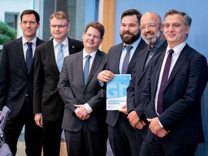 Expertos de los principales institutos económicos de Alemania durante la presentación del informe de otoño el miércoles en Berlín.