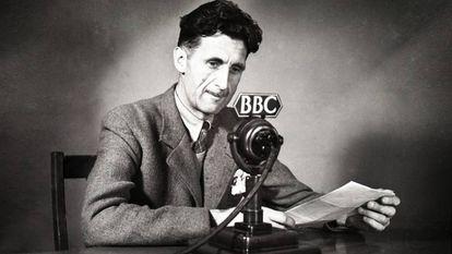 El escritor y periodista británico George Orwell en una locución radiofònica de 1941 en la BBC.