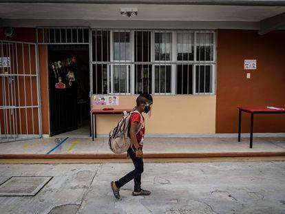 Un alumno de la escuela primaria Emiliano Zapata en el Estado de Campeche, México.