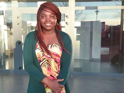 Sally EstelleMekame-Tiogo, ganadora de la tercera edición del concurso África se escribe con Ñ de la Fundación Mujeres por África en la categoría de relato.