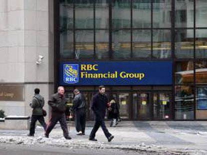 Fachada del banco canadiense Royal Bank of Canadá, una de las mayores instituciones bancarias de ese país. EFE/Archivo