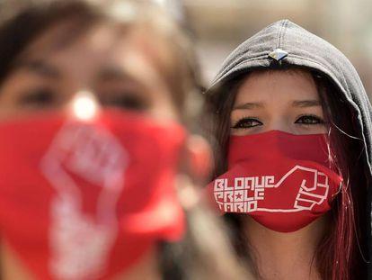 Manifestantes durante la marcha del 1º de Mayo, en Quito.
