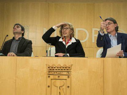 Rueda de prensa de la alcaldesa Manuela Carmena junto a la teniente de alcalde Marta Higueras y el concejal de Hacienda Jorge Garcia Castano.