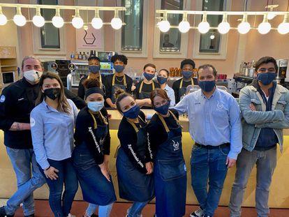 El equipo de sala de La Quinta Cocina, alumnos y profesores. J.C. CAPEL