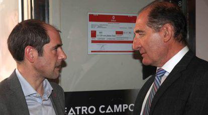 Paul Rios y Brian Currin minutos antes de comenzar el acto de despedida de Lokarri