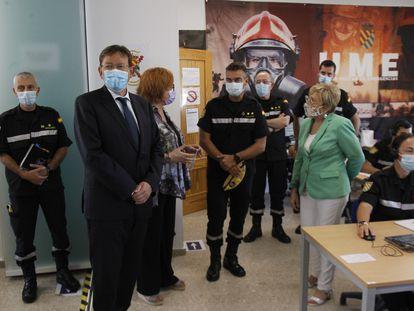 Ximo Puig, junto a la delegada del Gobierno, Gloria Calero, y la consejera de Sanidad, Ana Barceló, en su visita a la Unidad de Vigilancia Epidemiológica del Cuartel Militar Jaume I.