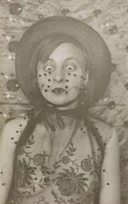 Gertrud Arndt en su serie de autoretratos teatralizados, Dessau 1930. |