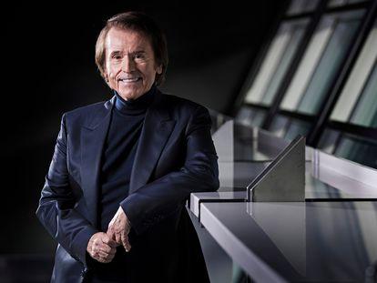 Raphael, cantante, fotografiado después de la entrevista en el Wizink Center. El cantante presenta un cd, para conmemorar las 60 años de carrera.